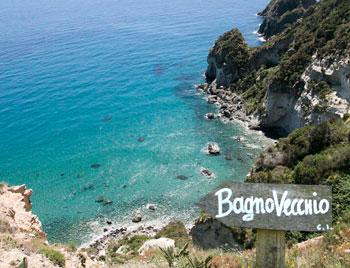 latinamipiace_isole-pontine-ponza-spiaggia-bagno-vecchio
