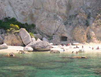 latinamipiace_isole-pontine-ponza_cala-felce