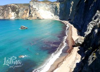 Cala-di-Luna-isole-pontine-Ponza-latinamipiace