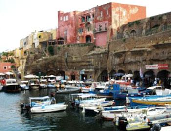 latinamipiace_isole-pontine-palmarola_Porto-Romano-e-Borgo