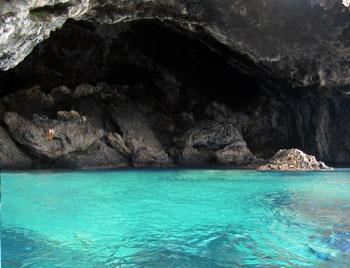 isole-pontine-palmarola_grotta-del-gatto