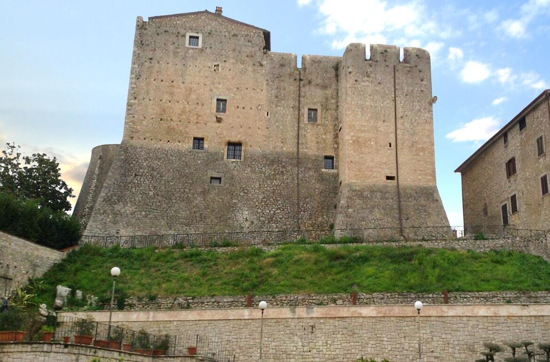 Castello-baronale-Maenza-cosa-vedere-fare-latinamipiace