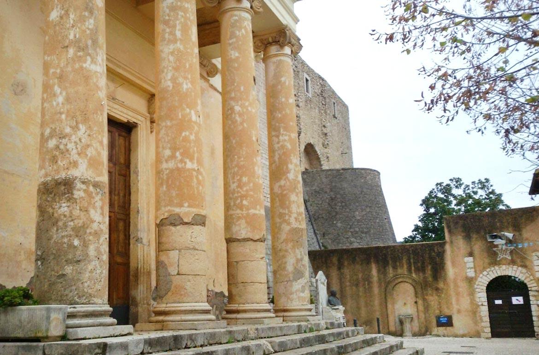 Chiesa-Santa-Maria-Assunta-in-Cielo-Maenza-fronte-latinamipiace