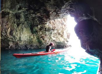 Kayak-Canoa-grotte-San-Felice-Circeo-latinamipiace