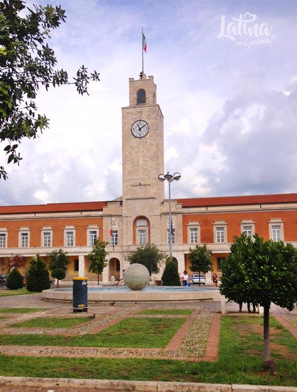 Piazza-del-Popolo-Torre-Civica-citta-Latina-latinamipiace