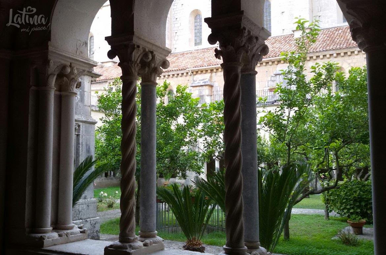 Il-Borgo-di-Fossanova-abbazia-latinamipiace