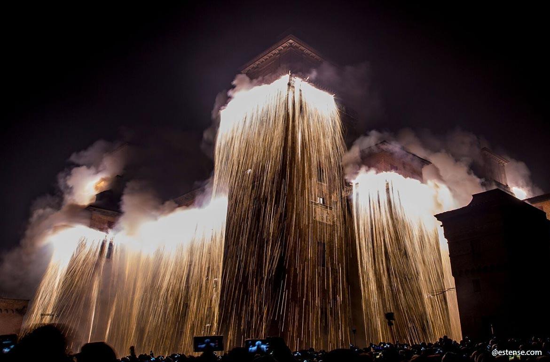Mercatino-di-Natale-Fondi-incendio-Castello-Natale-Provincia-di-Latina-latinamipiace